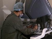 В России проведена первая в мире пластическая операция с использованием робота