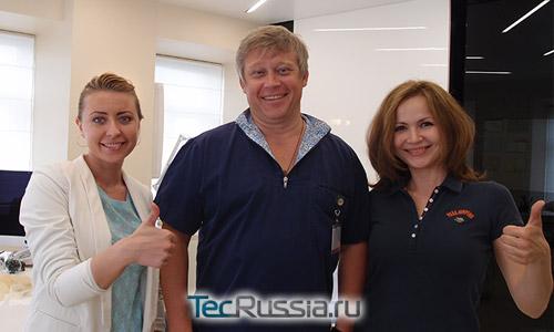 Илья Сергеев с участницами благотворительной программы