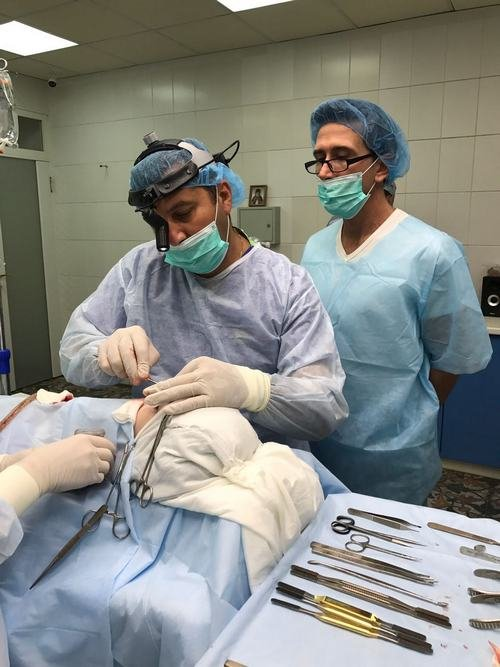 Доктора Куатела и Алексанян на операции