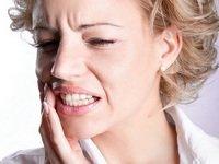 Что делать, если сильно болят губы после филлеров: терпеть или бежать к врачу?