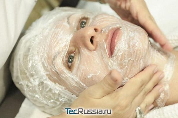 нанесение крема перед процедурой