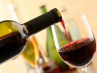 Алкоголь после филлеров: можно ли совмещать спиртное с омолаживающими уколами?